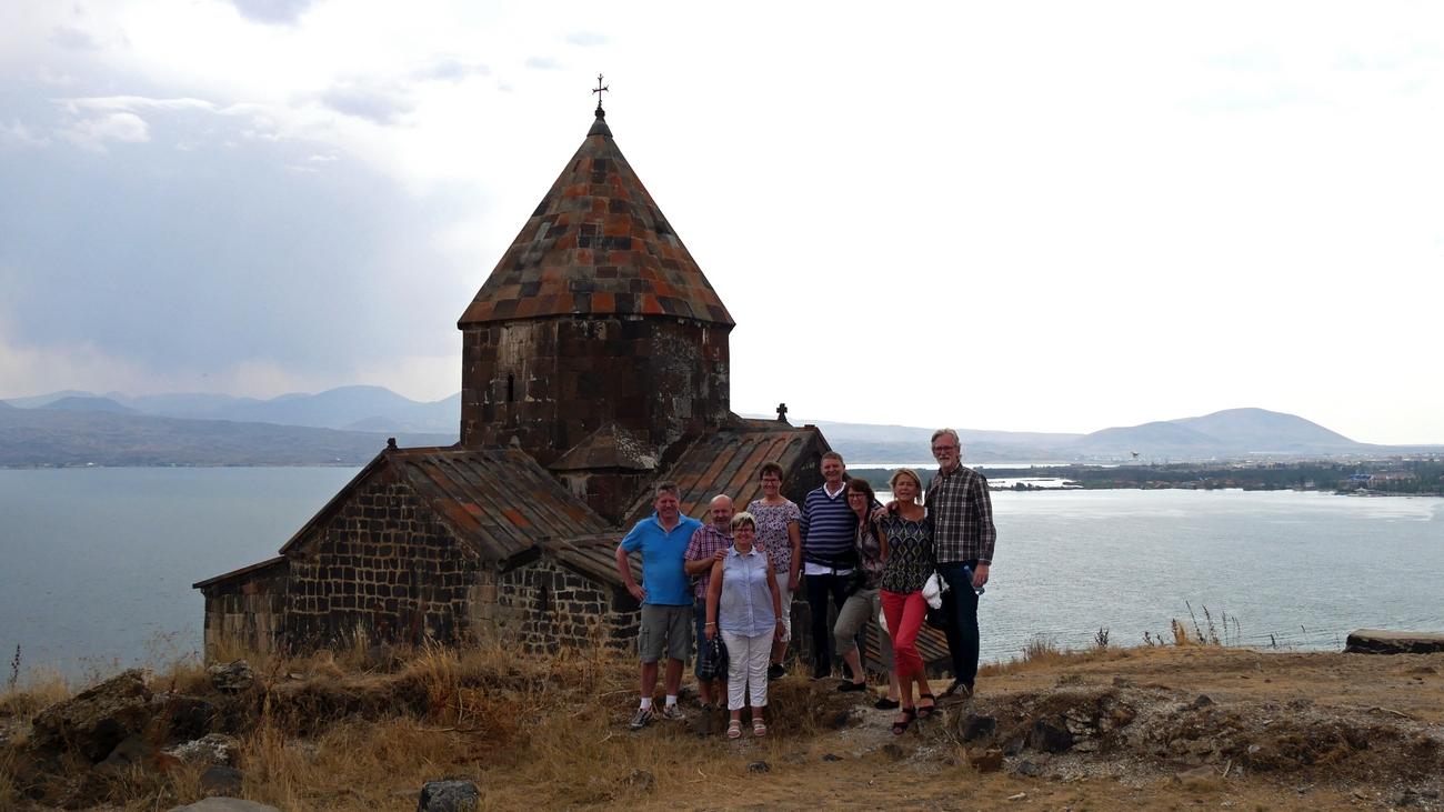 Smågruppa besøkte kirkeplantere.