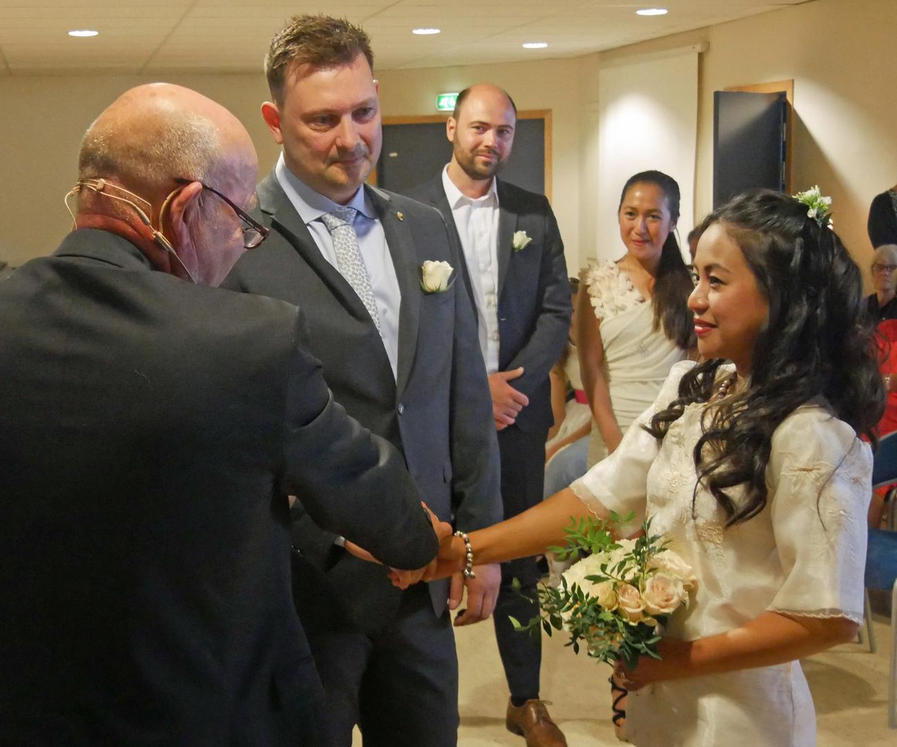 Vinia og Chris med pastor Vidar Bergsland